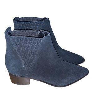 Guess Women's Black Safarri Chelsea Booties Size 9